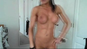 fbb unclothes n poses for hardbodycamscom