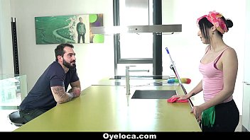 oyeloca - latina cleaner cleans building.