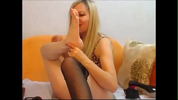 Mature self feet worship blonde - Cams228.com