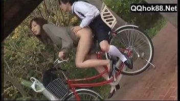 Ngentot Cewe Bispak Sambil Bawa Sepeda Ontel.MP4
