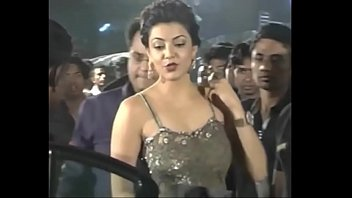 warm indian actresses kajal agarwal flashing their tastey.